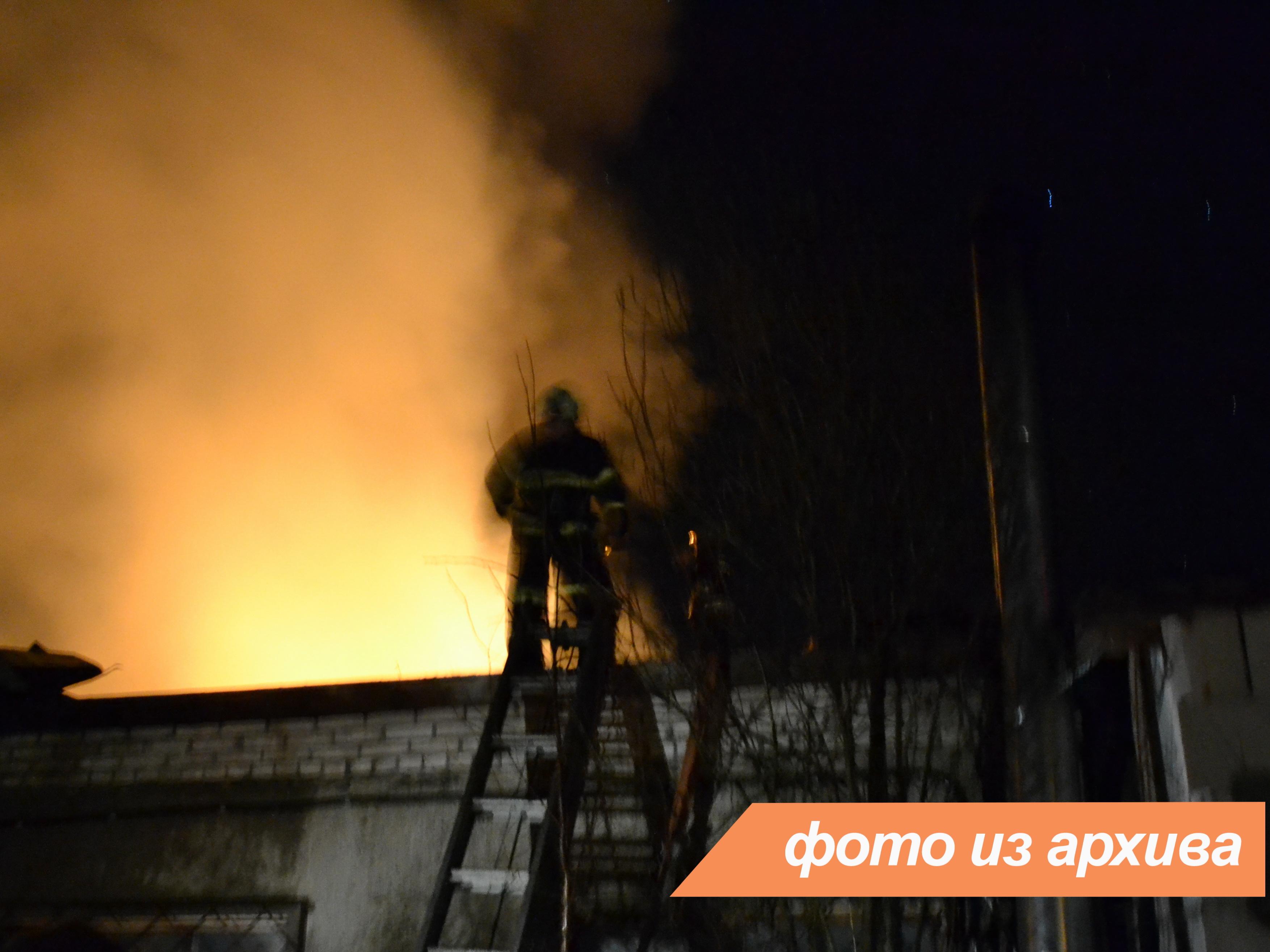 Пожарно-спасательное подразделение Ленинградской области ликвидировало пожар в городе Сосновый Бор