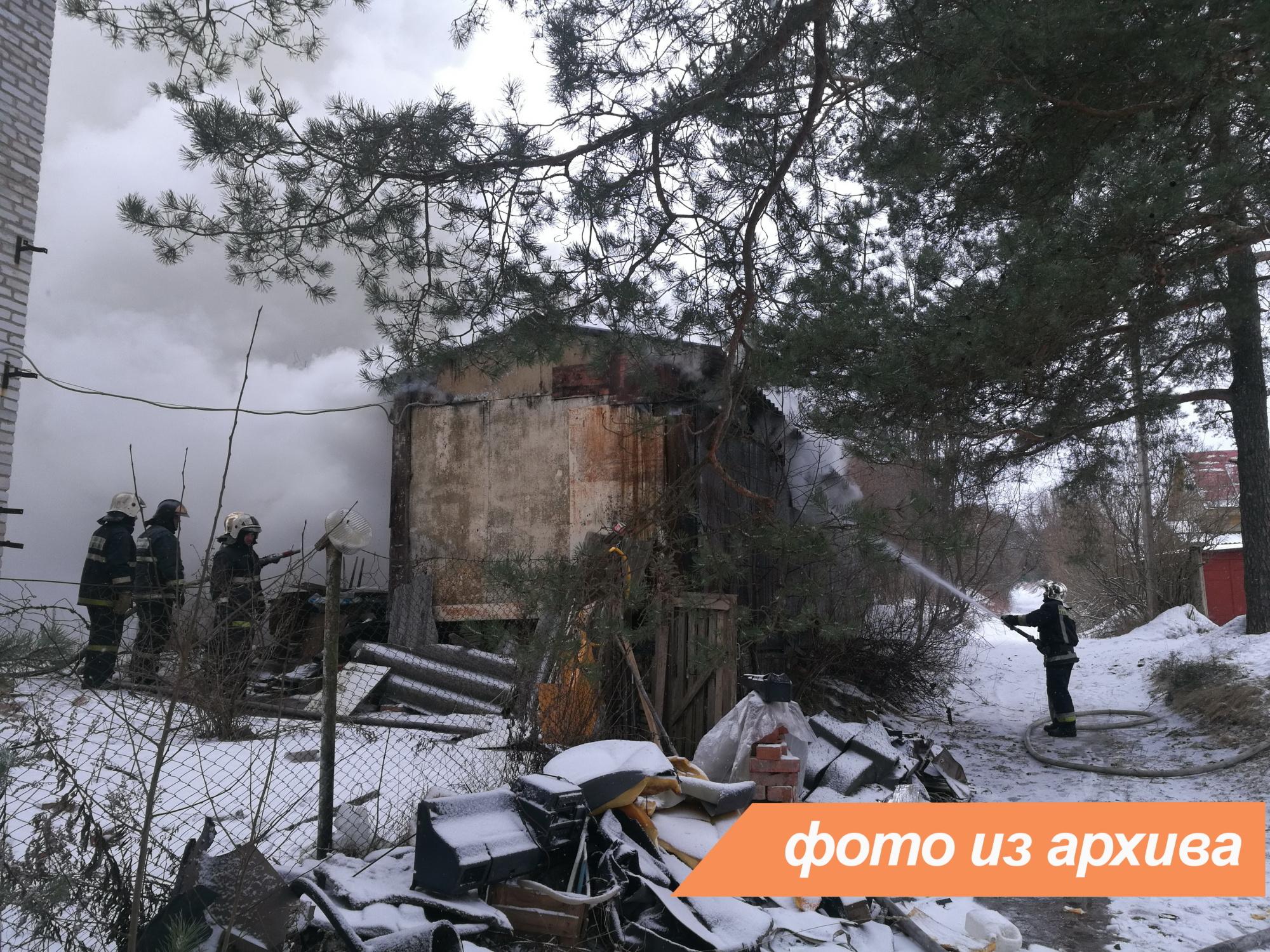 Пожарно-спасательное подразделение Ленинградской области ликвидировало пожар в Волховском районе