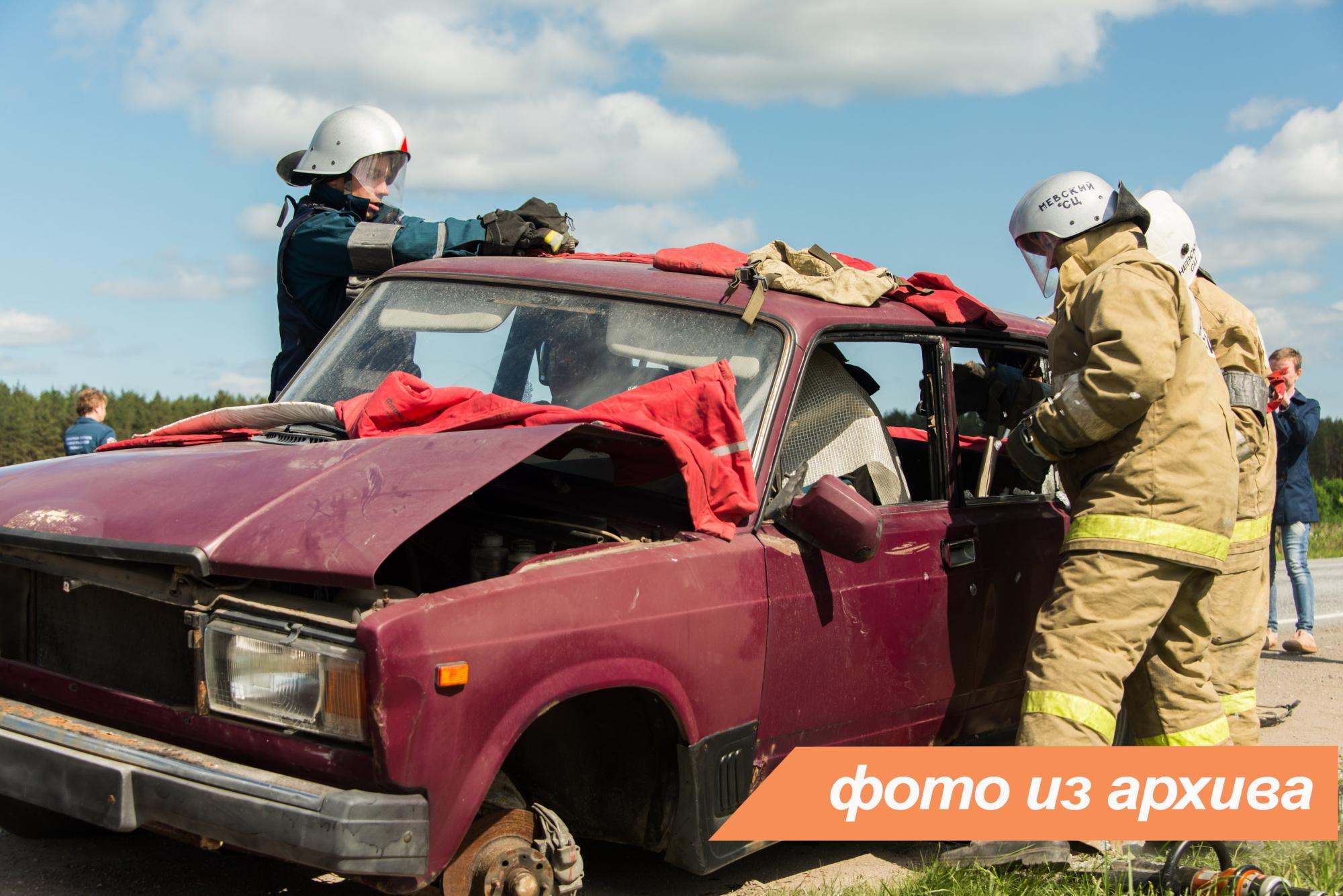 Спасатели Ленинградской области приняли участие в ликвидации последствий ДТП в Лодейнопольском районе